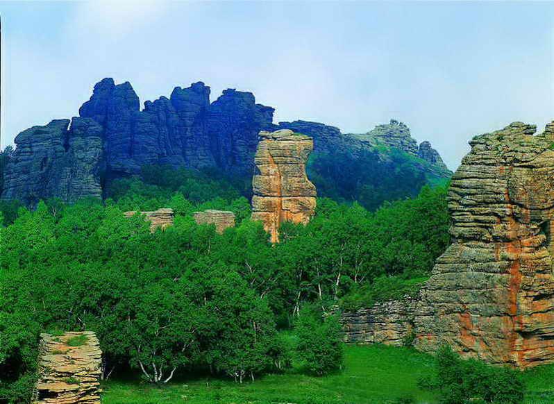 地处大兴安岭西山脉,燕山山脉,浑善达克沙第三大地貌的结合部.